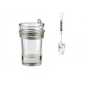 Sklenený pohár s kovovým držiakom